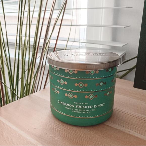 Bath & body works Cinnamon sugared doughnut candle
